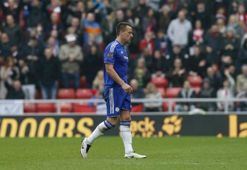 Terry kết thúc mùa giải bằng thẻ đỏ, Chelsea thua ngược