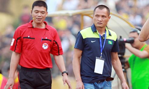 HLV SLNA bị cấm chỉ đạo hai trận vì phản ứng trọng tài
