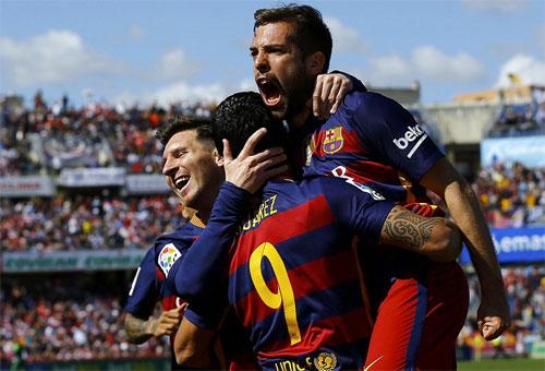 Suarez: Từ chàng trai trốn vé đến người hùng ở Nou Camp