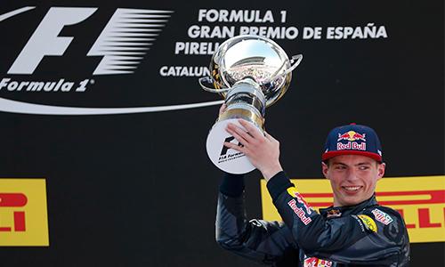 Hamilton - Rosberg tự ngáng chân, tân binh Verstappen thắng chặng