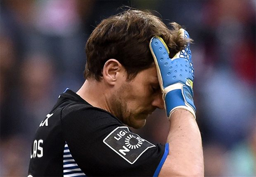 Casillas là thủ môn tệ nhất của Porto trong 15 năm