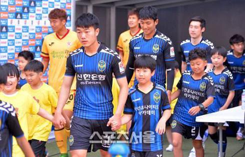 Lương Xuân Trường lần đầu đá chính ở Incheon United