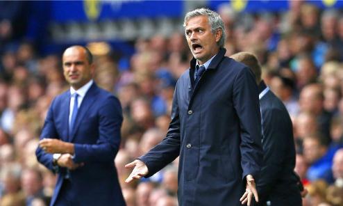 Man Utd trả trước 6 triệu đôla để Mourinho từ chối đội khác
