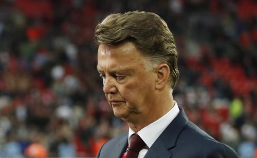 Man Utd sa thải Van Gaal