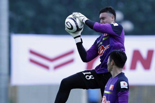 """Cầu thủ gốc Việt: """"Bố mẹ bật khóc vì tôi được khoác áo đội tuyển"""""""