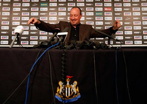 Benitez ở lại dù Newcastle xuống giải hạng Nhất