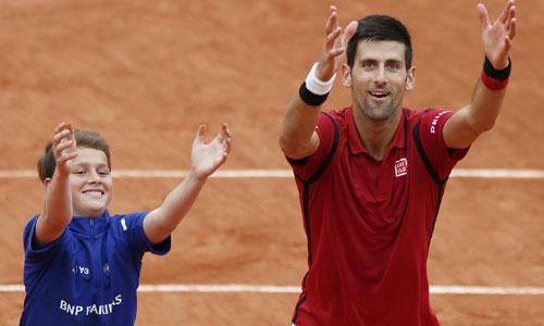 Djokovic lập kỷ lục về tiền thưởng, vào tứ kết Roland Garros