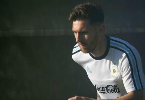 Messi tập một mình, có thể lỡ trận mở màn Copa America