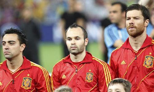Iniesta nhớ Xavi và Xabi Alonso