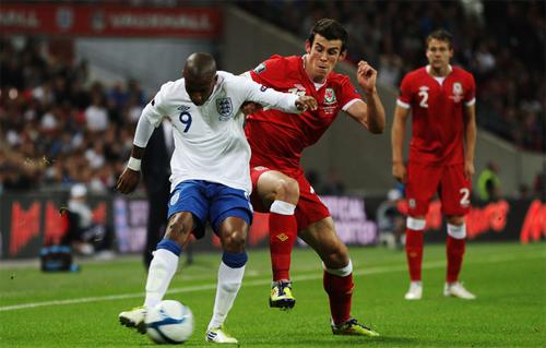 Gareth Bale chỉ trích tuyển Anh kiêu ngạo