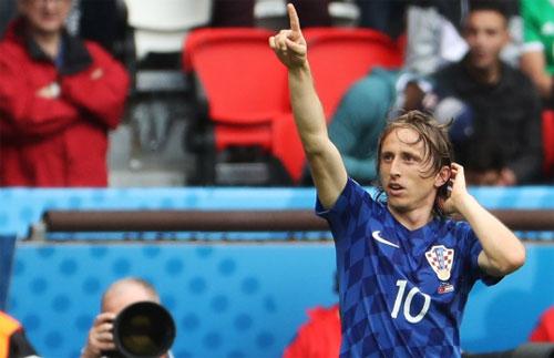 Modric làm nên lịch sử với cú vô-lê vào lưới Thổ Nhĩ Kỳ