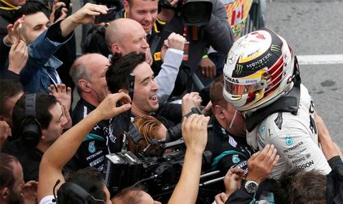 Hamilton vượt khó, đánh bại Vettel tại chặng đua Canada