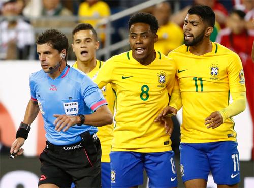 Cầu thủ Brazil không trách trọng tài dù bị loại khỏi Copa