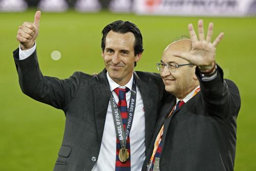Sevilla chia tay HLV ba lần vô địch Europa League