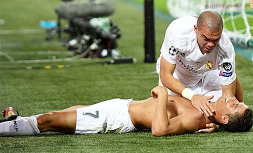 """HLV Iceland: """"Ronaldo và Pepe là những kịch sĩ siêu hạng"""""""