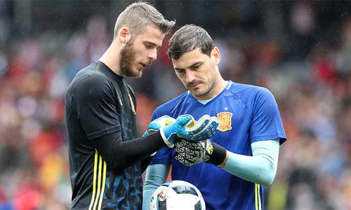 Del Bosque đau lòng khi để Casillas dự bị