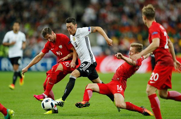 Đức 0-0 Ba Lan: Xe tăng bất lực trước xe buýt