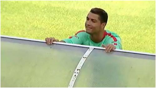 ronaldo-danh-mat-dua-tinh-voi-cdv-nu