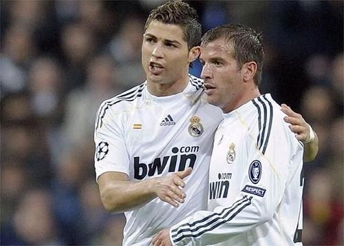 "Van der Vaart: ""Ronaldo khá tẻ nhạt"""