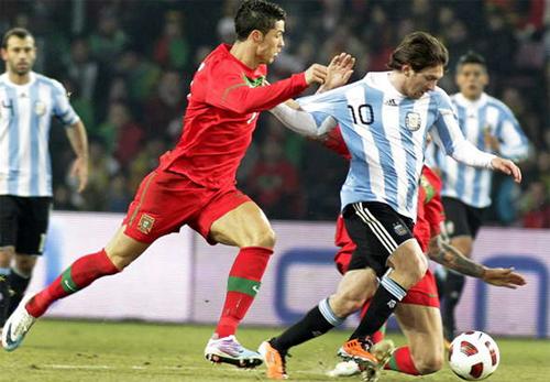 """Truyền thông châu Âu: """"Messi đang dạy Ronaldo cách thi đấu ở các giải lớn"""""""