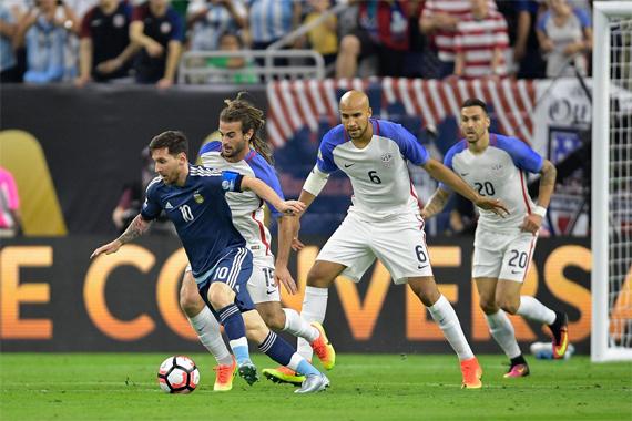 Messi kiến tạo và ghi siêu phẩm, Argentina vào chung kết Copa America