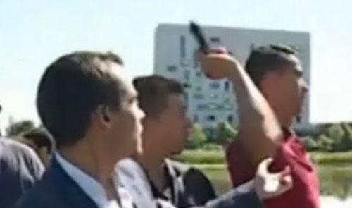 Truyền hình Bồ Đào Nha yêu cầu Ronaldo xin lỗi vụ ném micro xuống sông