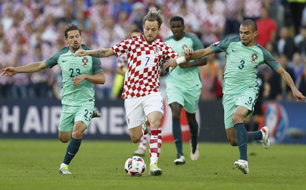 """Quaresma ghi """"bàn thắng vàng"""", Bồ Đào Nha vào tứ kết gặp Ba Lan"""