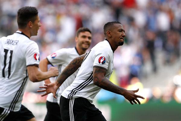 Boateng mở ra chiến thắng tưng bừng cho đội tuyển Đức. Ảnh: Reuters.