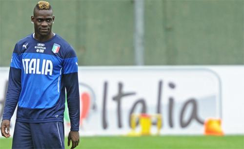 Balotelli ghen tị vì không có mặt trong trận thắng Tây Ban Nha