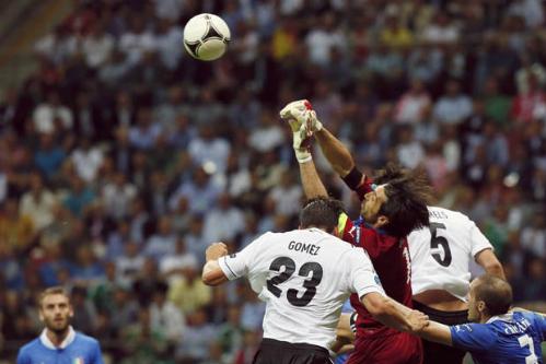 """Christian Vieri: """"Gặp Italy là vận đen cho Đức"""""""