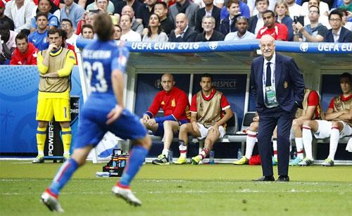 """Del Bosque: """"Casillas là cầu thủ duy nhất tôi không nhắn tin cảm ơn"""""""
