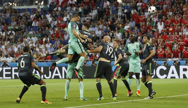 Ronaldo đưa Bồ Đào Nha vào chung kết Euro 2016