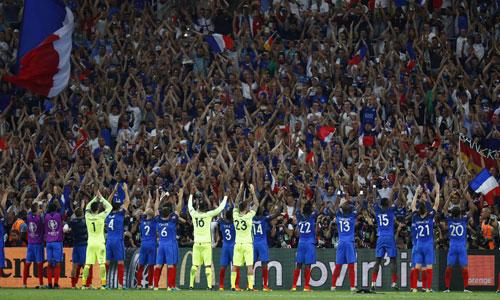 Pháp bắt chước kiểu cổ vũ của CĐV Iceland