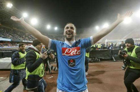 """Chủ tịch Napoli: """"Higuain là kẻ phản bội nếu sang Juventus"""""""