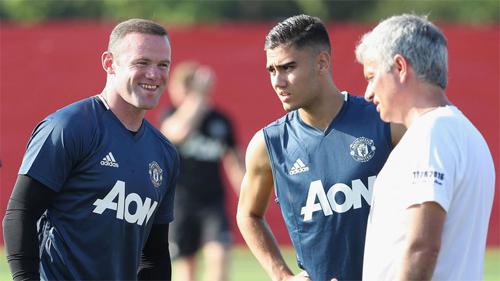 Rooney lo không đủ trình độ để đá chính tại Man Utd