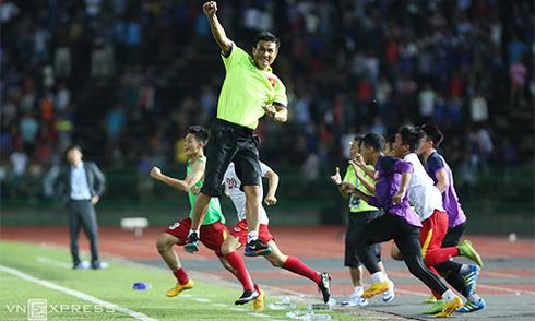 Niềm vui vỡ oà của U16 Việt Nam khi vào chung kết