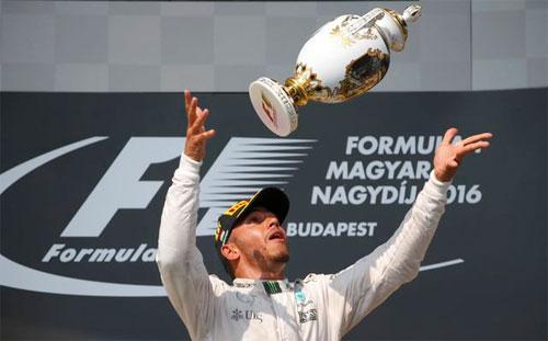 Hamilton vượt mặt Rosberg, chiếm ngôi đầu bảng F1