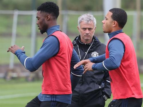 Mourinho bắt cả đội Man Utd tập từ sáng tinh mơ