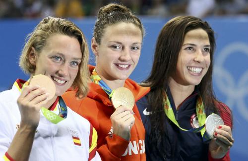 VĐV thắng Ánh Viên ở Cup bơi thế giới gây chấn động Olympic