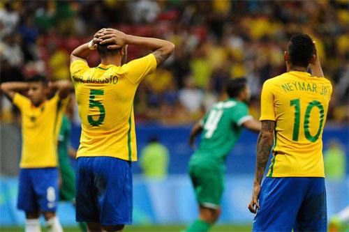 CĐV Brazil nổi giận vì màn trình diễn tồi của tuyển bóng đá nam Olympic