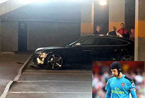 Cech gặp tai nạn ôtô sau thất bại của Arsenal