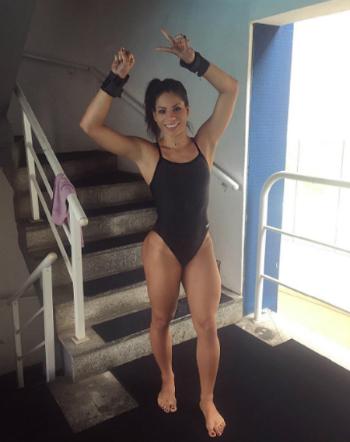 """Nữ VĐV Brazil đuổi đồng đội khỏi phòng để """"mây mưa"""""""