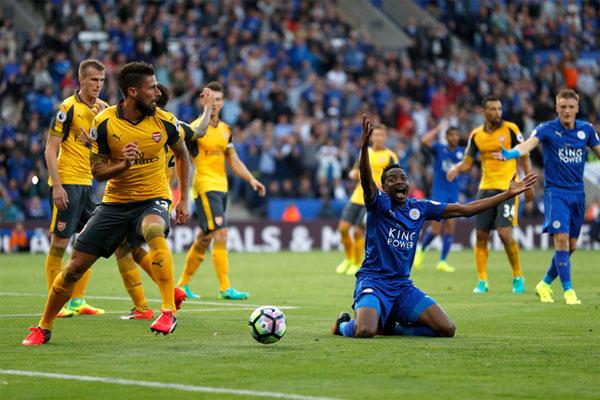 Arsenal và Leicester cầm chân nhau ở King Power