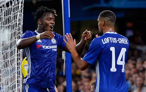 Liverpool đại thắng, Chelsea đi tiếp nhờ tân binh ở Cup liên đoàn