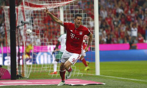 Lewandowski lập hat-trick, Bayern thắng đậm trận khai màn Bundesliga