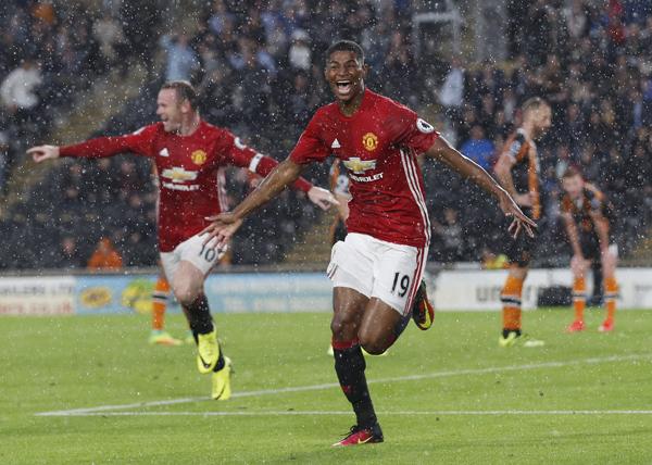 Rashford ghi bàn phút bù giờ, Man Utd thắng đội mới lên hạng