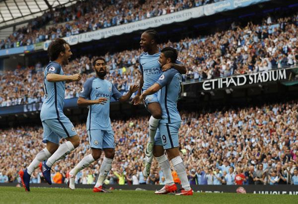 Man City thắng dễ West Ham, tái chiếm đỉnh bảng