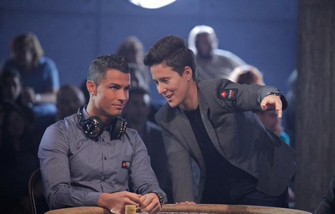 Ronaldo đánh bạc thắng 20.000 đôla để làm từ thiện - ảnh thể thao