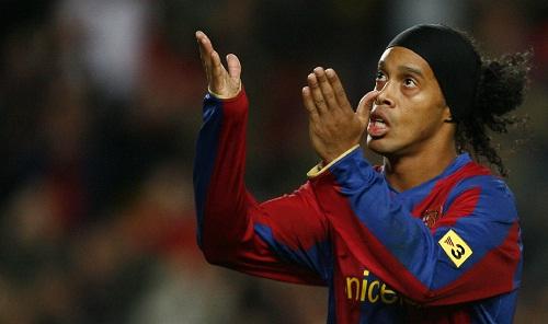Barca ký hợp đồng lần hai với Ronaldinho
