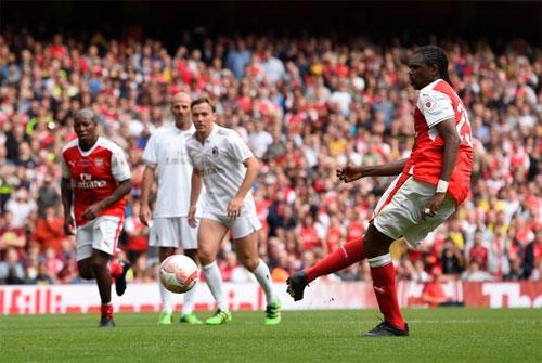 CĐV Arsenal đòi Wenger mua tiền đạo 40 tuổi thay Giroud